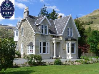 Lochside house with lochside lawn in National Park - Lochgoilhead vacation rentals