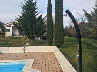 MAISON AVEC PISCINE ET jacuzzi 2s.d'eau - Cahors vacation rentals