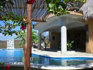 2 bedroom Villa with Internet Access in Puerto Angel - Puerto Angel vacation rentals