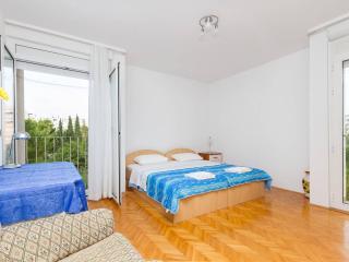 Apartment Irma - Split vacation rentals