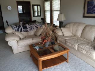 Spacious home on golf course sleeps 8 - Bella Vista vacation rentals