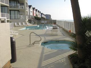 2 bedroom Apartment with Internet Access in Garden City Beach - Garden City Beach vacation rentals