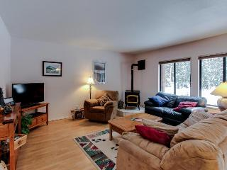 Cute condo near golf & Payette Lake with great amenities! - McCall vacation rentals