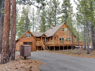 Charming mountain cabin in the pines with hot tub and shared pool access! - Truckee vacation rentals
