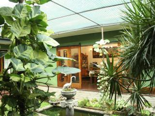 Beautiful 3 bedroom Bungalow in Peradeniya with Internet Access - Peradeniya vacation rentals