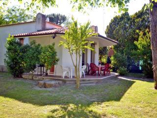 Villa indipendente con grande giardino - Lido delle Nazioni vacation rentals