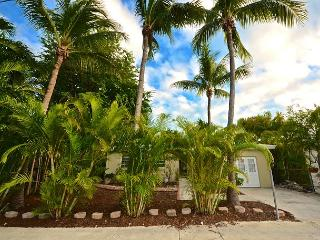 Higgs Beach Hacienda - 3 Bed 2.5 Bath Monthly Rental Near Beach. Huge Yard! - Key West vacation rentals