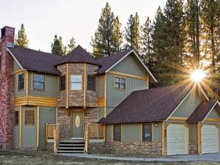 A luxurious chalet style cabin near the golf course and Bear Mountain Ski Resort. - Big Bear Area vacation rentals