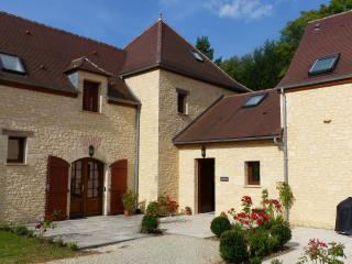 'Lilas' Outstanding Villa with pool and garden. - Brantome vacation rentals