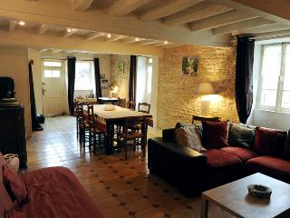 Nice 2 bedroom Gite in Montbard with Internet Access - Montbard vacation rentals