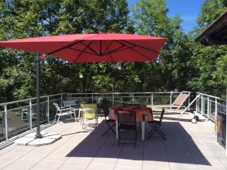 LE PRIEURE - TALLOIRES, Beautiful Terrace. 6p. - Saint-Jorioz vacation rentals