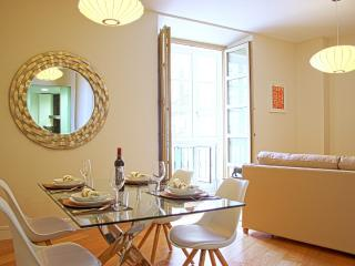 Stylish 2 bedroom apart. next to Malaga's Catedral - Malaga vacation rentals