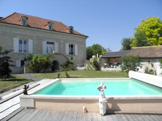 Bright 2 bedroom Cottage in Vienne with Internet Access - Vienne vacation rentals