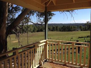 4 bedroom Guest house with Internet Access in Wallacia - Wallacia vacation rentals