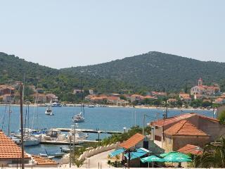 Apartments - Tupus 2 Vinišće - Vinisce vacation rentals