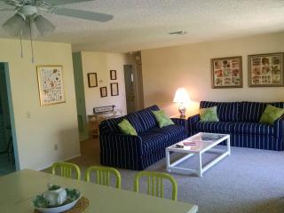 Great 2/2 Sanibel Condo, Nice Pool, Private Beach - Sanibel Island vacation rentals