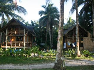 Cheap accommodation Siargao love shacks - General Luna vacation rentals