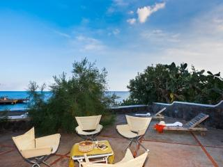 Beautiful 2 bedroom Lipari Villa with A/C - Lipari vacation rentals