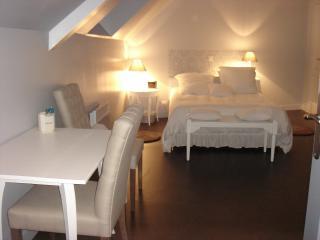 2 bedroom Gite with Internet Access in Acheux-en-Amienois - Acheux-en-Amienois vacation rentals