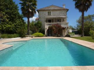 MOUGINS - Tasteful property with a large garden. - Mougins vacation rentals