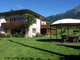 villatrecariole per 5 con vista giardino e monti - Colico vacation rentals