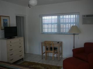 FURNISHED EFF.NEAR HOLLYWOOD BEACH, MORE AVAILABLE - Longboat Key vacation rentals