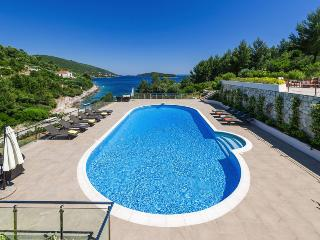 Beautiful 7 bedroom Korcula Town Villa with Internet Access - Korcula Town vacation rentals