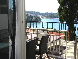 One-bedroom apartment with terrace and sunbeds - Cavtat vacation rentals