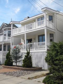 Comfortable 4 bedroom Ocean City Condo with Deck - Ocean City vacation rentals