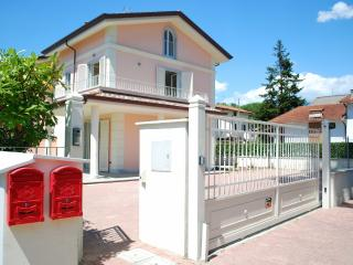 4 bedroom House with Television in Cinquale - Cinquale vacation rentals