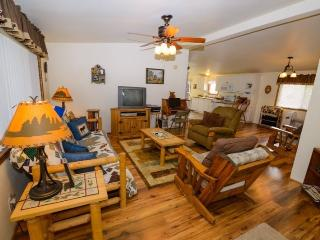 Cozy House with Parking and Washing Machine - Panguitch vacation rentals