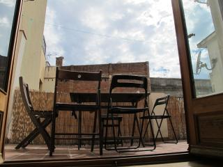 Near Ramblas 2 Bedroom apartment, central and quiet. Near the sea - Barcelona vacation rentals