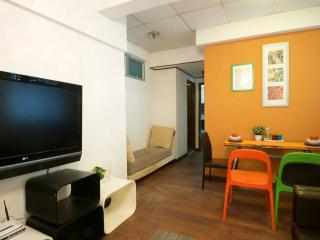 Comfty 2Bdr Apt 6-8 ppl 1 MIN to MTR - Hong Kong vacation rentals