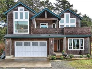 Pacific Breeze is a 5 bedroom 4 bath home with lot - Cannon Beach vacation rentals
