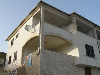 Apartments - Gušt 2 Vinišće - Vinisce vacation rentals