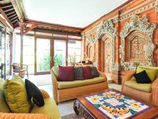 VILLA LEGONG. 2 BDRM POOL CENTRAL CLOSE TO BEACH. - Sanur vacation rentals
