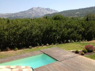 Wonderful 5 Bedroom Villa, Le Tholonet Holiday Home - Le Tholonet vacation rentals