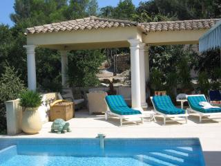 HOM'SWING appartement dans rez de villa - Saint Raphaël vacation rentals