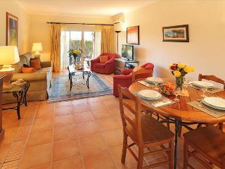 2 BEDROOM TOWNHOUSE IN A 4 STAR RESORT IN CARVOEIRO OVERLOOKING THE OCEAN – CARVOEIRO - REF. PPG154645 - Carvoeiro vacation rentals