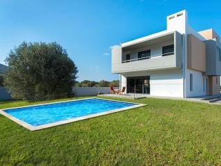 Perfect Villa in Filerimos with A/C, sleeps 10 - Filerimos vacation rentals