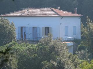 Casa Mariina - 6 posti letto con ampio giardino - Cavo vacation rentals