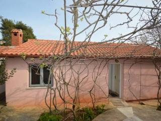 Apartment in charming garden house close to sea - Zadar vacation rentals