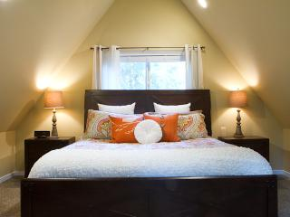 Cedar View Chalet, Sleeps 6, Waxing Room, Private Hot Tub, Wifi, Gated Community of Snowline - Glacier vacation rentals
