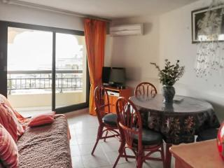 Contemporary apartment in Fréjus, Var, with air con and balcony – 100m from the beach! - Saint Raphaël vacation rentals