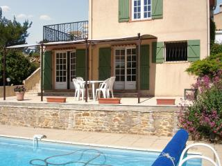 Gorgeous one-bedroom apartment just outside the Cite Medievale in Carcès, Var, w/ pool & terrace - Carces vacation rentals