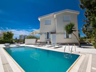 Villa Andri, 4 bed in Ayia Napa Centre with pool - Ayia Napa vacation rentals
