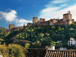 Facing the Alhambra - Granada vacation rentals