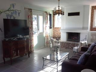 Perfect Villa with Internet Access and A/C - Le Luc vacation rentals