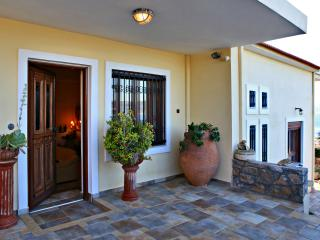 Villa Thalassea...a 4 bedroom private villa ! - Kalami vacation rentals