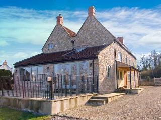 DOUBLE HOUSE FARM, family friendly, luxury holiday cottage, with a garden in Henton, Ref 5857 - Henton vacation rentals